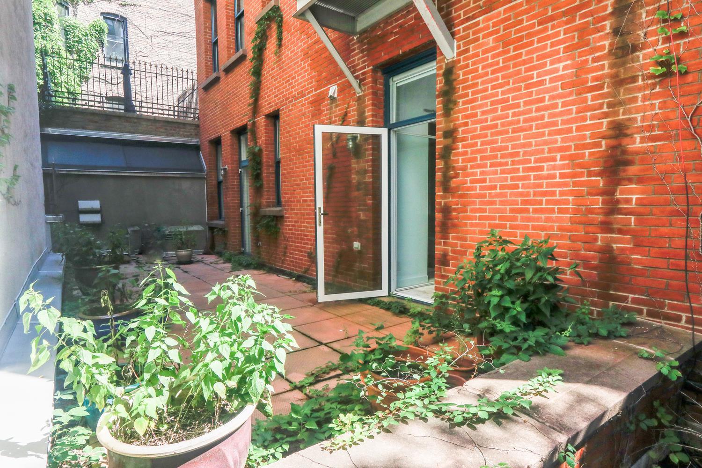 639 Hudson Street Interior Photo