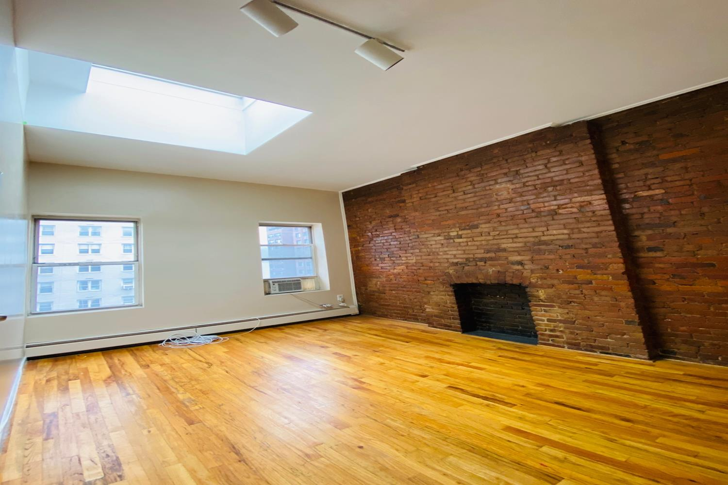 546 Third Avenue Interior Photo