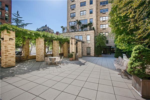 756 Washington Street, Apt 11-B, Manhattan, New York 10014