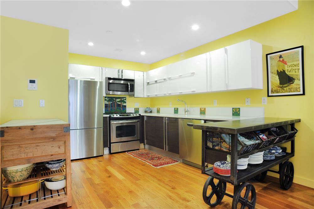 Condominium for Sale at The Santorini, 35-40 30th Street 3-F 35-40 30th Street Queens, New York 11106 United States
