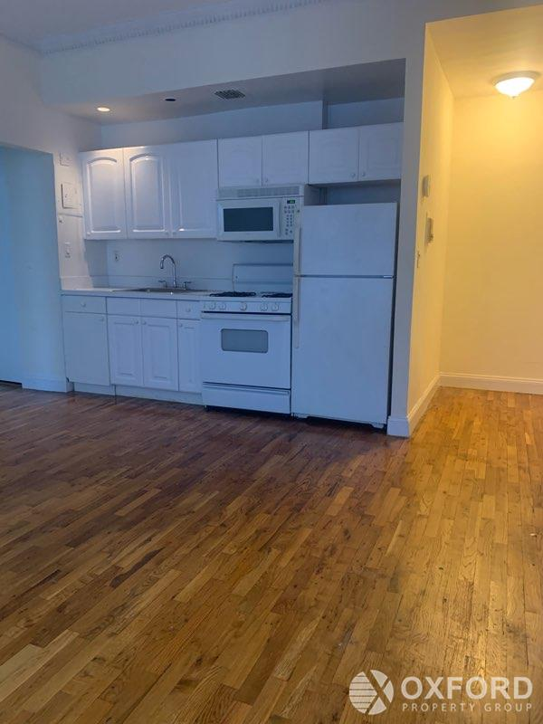 11 EAST 32ND ST__SPACIOUS 1BR__ ELEVATOR/LAUNDRY/PT DRMAN