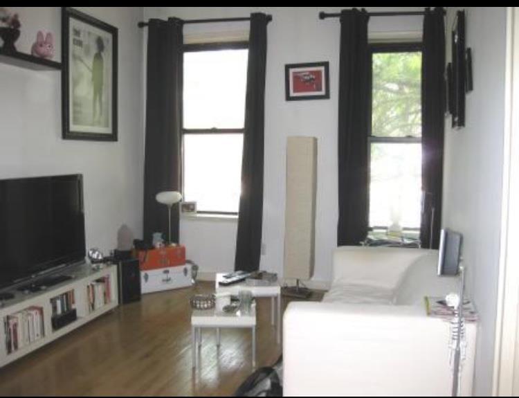 568 Ninth Avenue Interior Photo