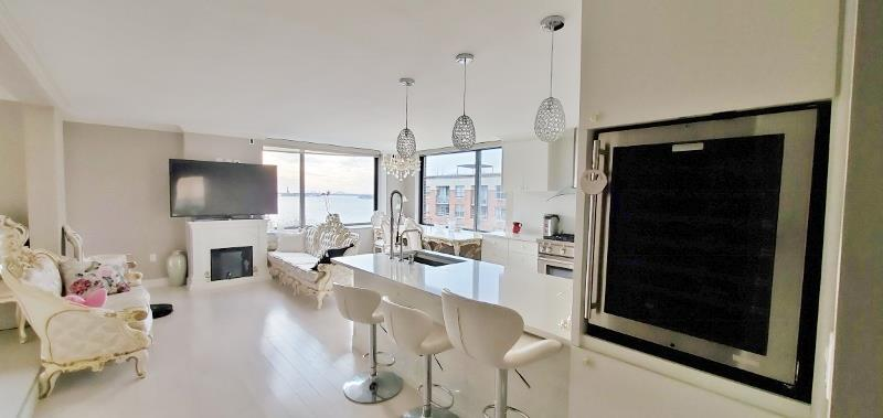 This apartment is a fully renovated 3 bedroom. South/West corner large penthouse, water & Statues of Liberty view, terrace, washer/dryer inside the unit. Amenities in this full-service condominium building include a modern fitness center, lounge, business center, 24-hour concierge, and live-in super. Conveniently located steps away from the Battery Park Esplanade, Hudson River, Brookfield Place, and major subway lines/ PATH train.
