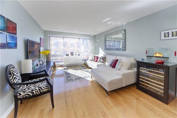 Priced to sell..Mint Condition Luxury DM 1BR, Bright Southern Exposure In the Center of Chelsea's Vibrant Art District.  Fitted with Superb Hotel Style Fixtures, the Kitchen has Granite Counters, Glass Tiled Back-splash, Cayenne Maple Cabinets, GE Profile Stainless Appliances including DW & Micro. The Marble Bath has a rainfall shower and Danz Fixtures with an Espresso Vanity. The Apartment has its own Washer/Dryer in the Unit. 555 West 23rd St is a Luxury DM Building with 24 Hour Doorman, Front Desk Reception, Hotel Style Concierge and Attended Valet. 12,000SF Common Sundeck with wonderful Plants and a Fountain, Garage with Zip Car on Premises, In Building Catering by Marcey Brownstein, Included Gym with Full Cardio Theater and a Fabulous Residents Lounge with Big Screen TVs, Billiards and Game Tables. On Site Management and more. Steps From Chelsea Piers Sports Complex and the wonderful High line and Chelsea Cove River Parks.  Great Investor Potential.  Resident Specialist--
