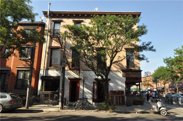 320 Court Street
