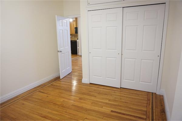 Additional photo for property listing at Two Bedroom Apt in PK Slope near Prospect Park and Transportation  布鲁克林, 纽约州 11215 美国