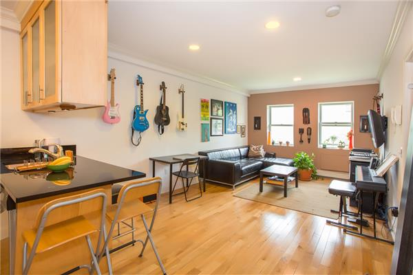 Additional photo for property listing at 190 Meserole Ave Apt2S  Brooklyn, Nueva York 11222 Estados Unidos