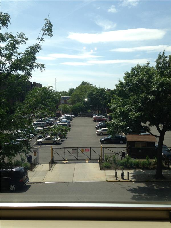 Additional photo for property listing at 48-41 43rd Street 48-41 43rd Street Queens, 纽约州 11377 美国