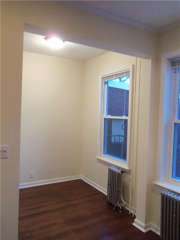 Additional photo for property listing at Full floor renovated 1BR on quiet tree-lined Green Street Full floor renovated 1BR on quiet tree-lined Green Street Brooklyn, New York 11222 United States