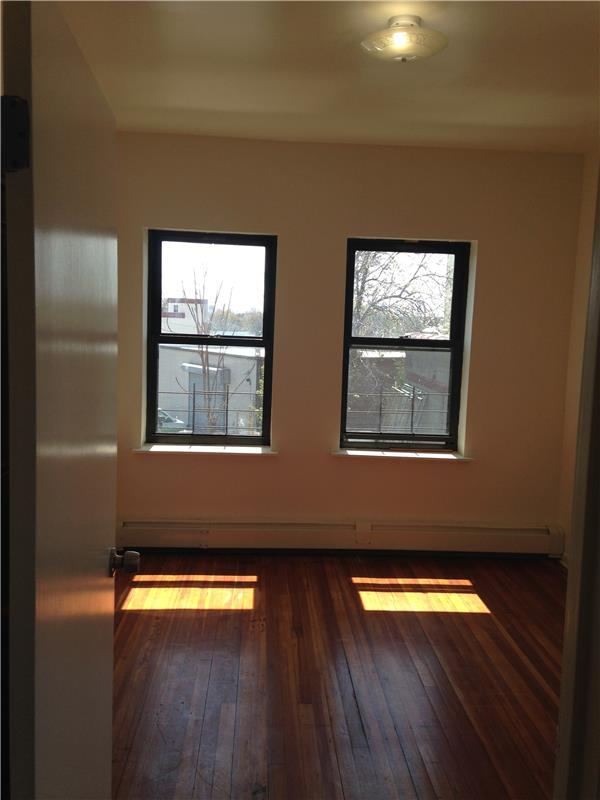 Additional photo for property listing at 36-26 Greenpoint Ave. LIC 36-26 Greenpoint Ave. LIC Queens, 纽约州 11101 美国
