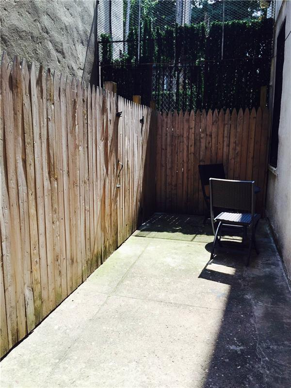 Additional photo for property listing at Prime center Slope renovated 2 bedroom with private yard!  Brooklyn, Nueva York 11215 Estados Unidos