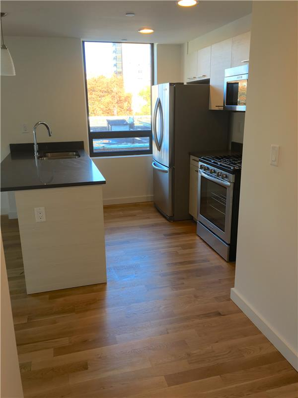 Additional photo for property listing at 106-20 70th Avenue 106-20 70th Avenue Queens, 纽约州 11375 美国