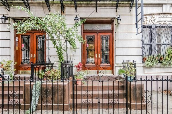 Casa Unifamiliar por un Venta en 815 8th Avenue 815 8th Avenue Brooklyn, Nueva York 11215 Estados Unidos