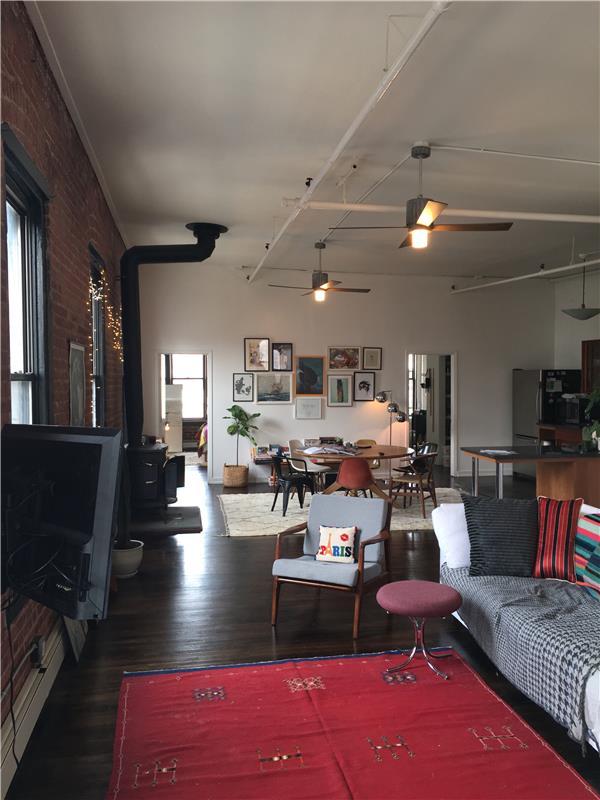 Casa Unifamiliar por un Alquiler en 233 South 1st Street Apt. 4W Brooklyn, Nueva York 11211 Estados Unidos