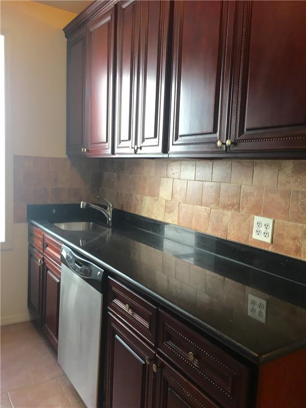 Additional photo for property listing at Three Bedroom in Pk Slope near Transportation and Prospect Park  Brooklyn, New York 11215 United States