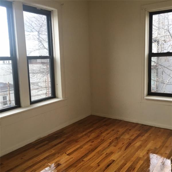 Additional photo for property listing at Two Bedroom in the South Slope nr Prospect Pk and Transportation  Brooklyn, New York 11215 United States