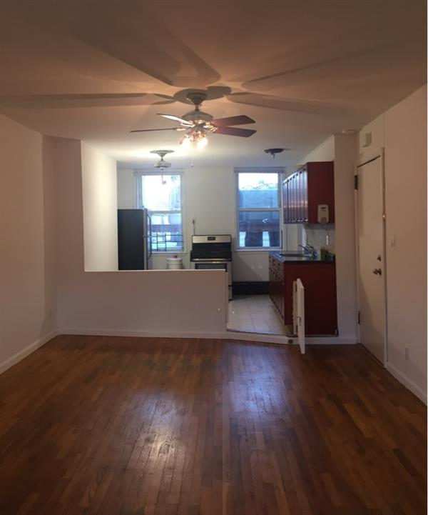 Additional photo for property listing at Very Spacious 1 Bedroom apt w/ Jacuzzi in Prime Carroll Gardems!  Brooklyn, New York 11231 United States
