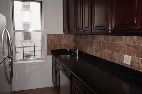 Additional photo for property listing at Two Bedroom Apt in Pk Slope Near Park and Transportation  布鲁克林, 纽约州 11215 美国