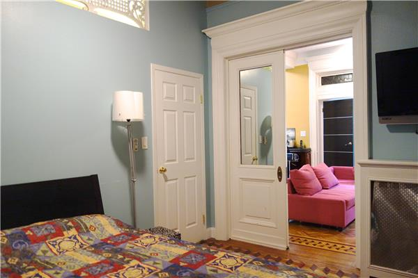 Additional photo for property listing at Huge 2 Bedroom Townhouse Parlor Floor in Crown Heights  Brooklyn, Nueva York 11213 Estados Unidos