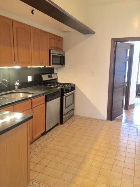 Casa Unifamiliar por un Alquiler en Two Bedroom Apartment Near Prospect Pk and Transportation Brooklyn, Nueva York 11215 Estados Unidos