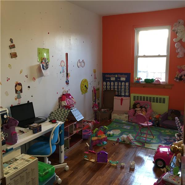 Additional photo for property listing at 25-32 82nd Street, 2nd Floor  East Elmhurst, New York 11370 United States