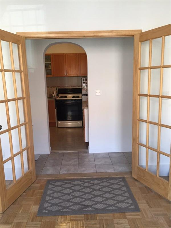Additional photo for property listing at Renovated king size bedroom or spacious 2 bedroom in Greenpoint  Brooklyn, New York 11222 United States
