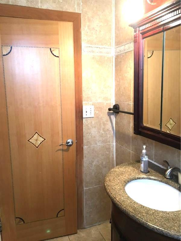 Additional photo for property listing at 182 71st Street  布鲁克林, 纽约州 11209 美国