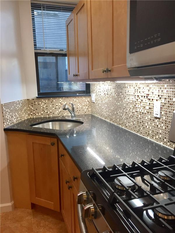 Additional photo for property listing at 87 Graham Avenue  Brooklyn, Nueva York 11206 Estados Unidos
