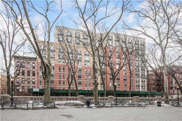 共管式独立产权公寓 为 销售 在 102 Bradhurst Avenue #101 纽约, 纽约州 10039 美国