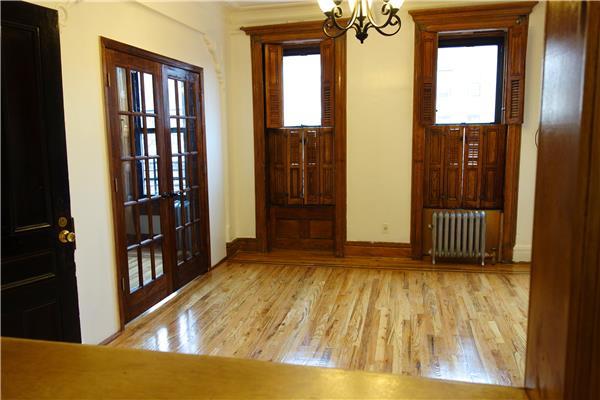 Casa Unifamiliar por un Alquiler en 661 Putnam Ave Brownstone 1.5 Bedroom Brooklyn, Nueva York 11221 Estados Unidos