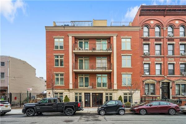 Additional photo for property listing at 61 Java Street - Apt 6  Brooklyn, New York 11222 United States