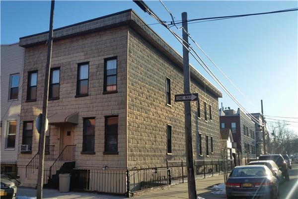 独户住宅 为 出租 在 129 Jewel Street - Two Bedroom - 1R 布鲁克林, 纽约州 11222 美国