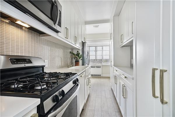 Additional photo for property listing at 118 8th Avenue 118 8th Avenue Brooklyn, New York 11215 United States