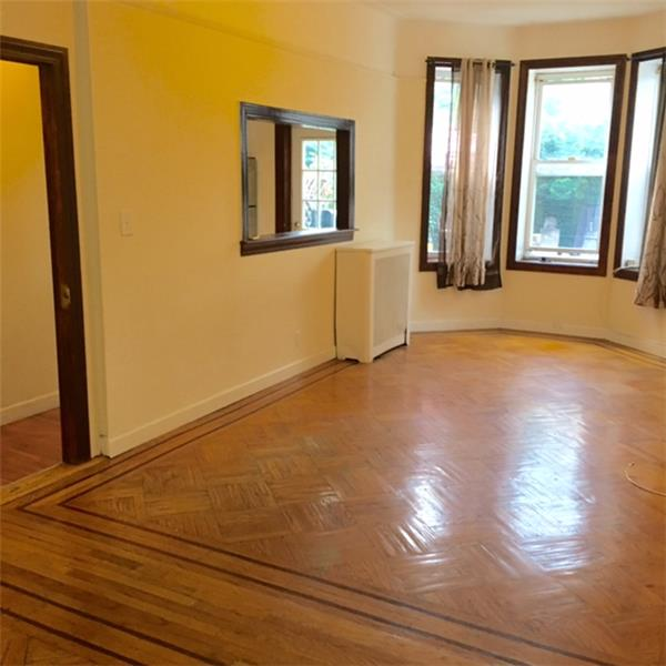 Additional photo for property listing at Two Bedroom in Windsor Terrace nr Prospect Pk and Transportation  Brooklyn, New York 11215 United States