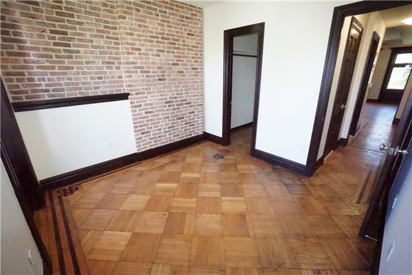 Additional photo for property listing at 1257 Dean Street Prime North Crown Hts 3BR 1.5 BTHB  Brooklyn, New York 11216 United States