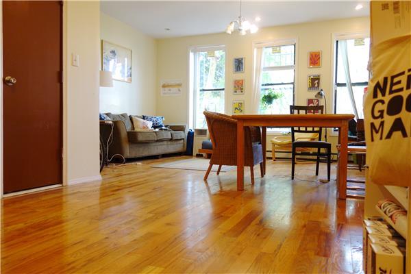 Casa Unifamiliar por un Alquiler en 1490 Bedford Avenue Huge 3 Bedroom Brooklyn, Nueva York 11216 Estados Unidos