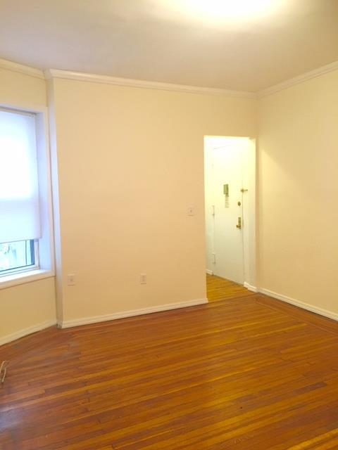 Additional photo for property listing at Two Bedroom in Park Slope Near Park and Transportation.  Brooklyn, Nueva York 11215 Estados Unidos