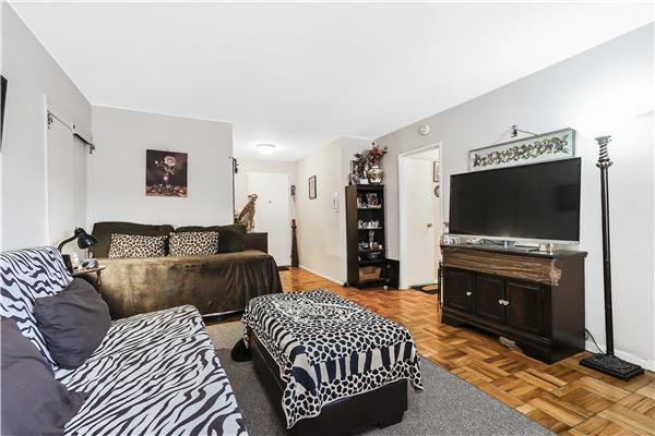 Additional photo for property listing at 1608 Ocean Parkway, Corner studio 1608 Ocean Parkway, Corner studio Brooklyn, New York 11230 United States