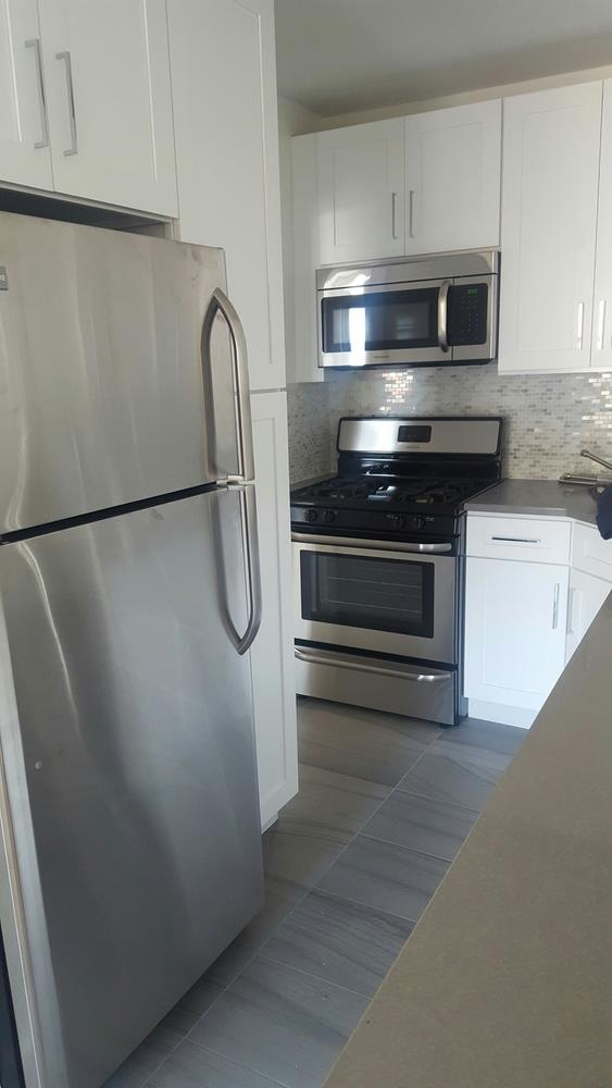 Additional photo for property listing at One Bedroom Apartment in Brighton Beach with Amenities One Bedroom Apartment in Brighton Beach with Amenities Brooklyn, New York 11235 United States