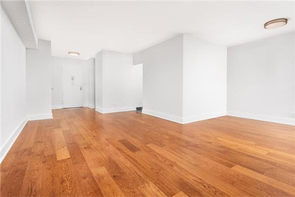Additional photo for property listing at One Bedroom Apartment in Brighton Beach with Amenities One Bedroom Apartment in Brighton Beach with Amenities 布鲁克林, 纽约州 11235 美国