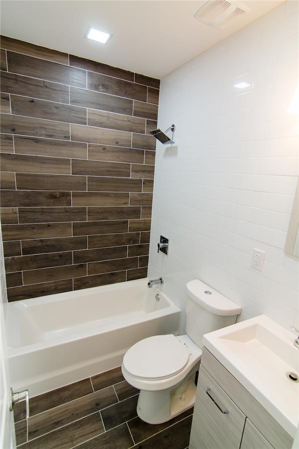 Additional photo for property listing at Beatifully renovated, spacious 3 bedroom 2 bath, private outdoor Beatifully renovated, spacious 3 bedroom 2 bath, private outdoor Queens, Nueva York 11385 Estados Unidos