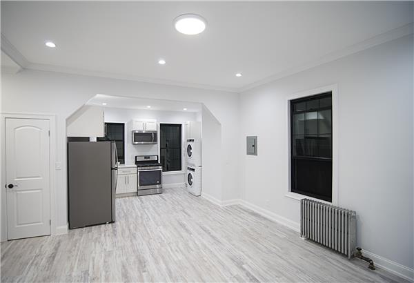 Multi-Family Home for Rent at 1383 De Kalb Avenue, #3. Brooklyn 11221 1383 De Kalb Avenue, #3. Brooklyn 11221 Brooklyn, New York 11221 United States