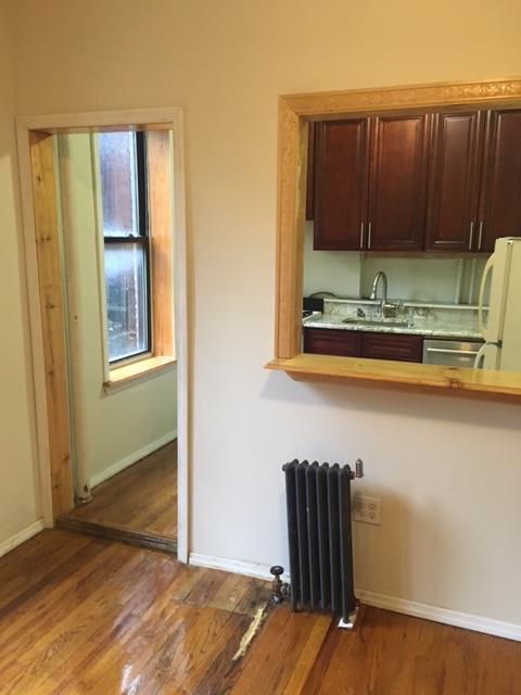 Additional photo for property listing at Spacious One Bedroom Apartment in the South Slope Spacious One Bedroom Apartment in the South Slope Brooklyn, New York 11215 United States