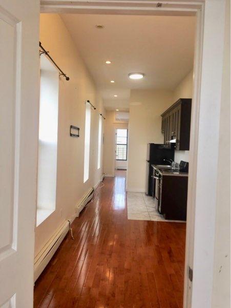 Additional photo for property listing at 385 Knickerbocker Avenue 385 Knickerbocker Avenue Brooklyn, Nueva York 11237 Estados Unidos