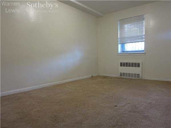 Additional photo for property listing at 728 East 95th Street, Apt. 1 728 East 95th Street, Apt. 1 Brooklyn, New York 11236 United States