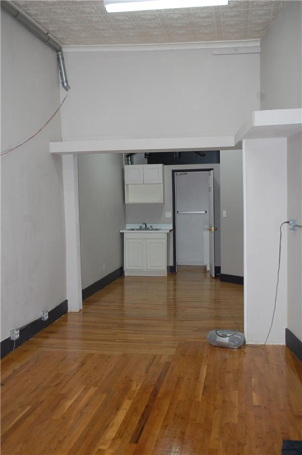 Additional photo for property listing at 507 Graham Avenue  Brooklyn, New York 11222 United States