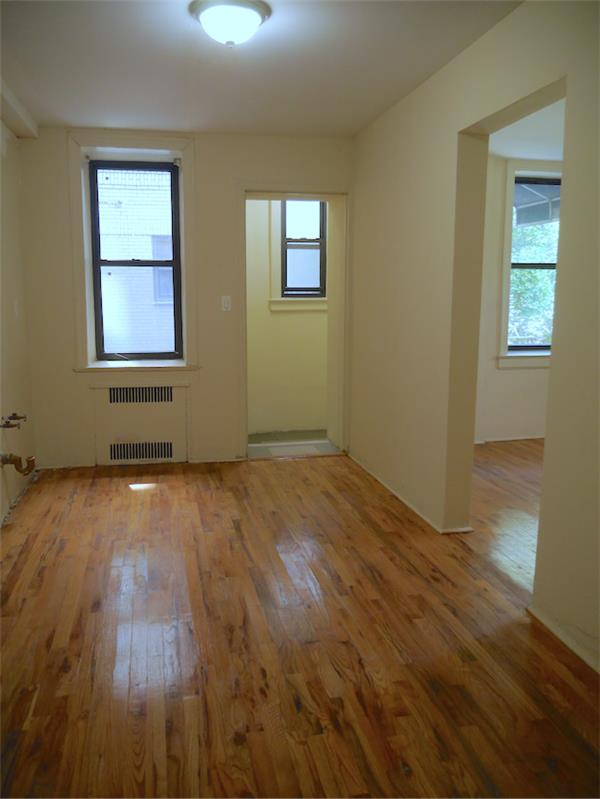 Comercial por un Alquiler en renovated professional space, excellent location 1600 Ocean Parkway Brooklyn, Nueva York 1123 Estados Unidos