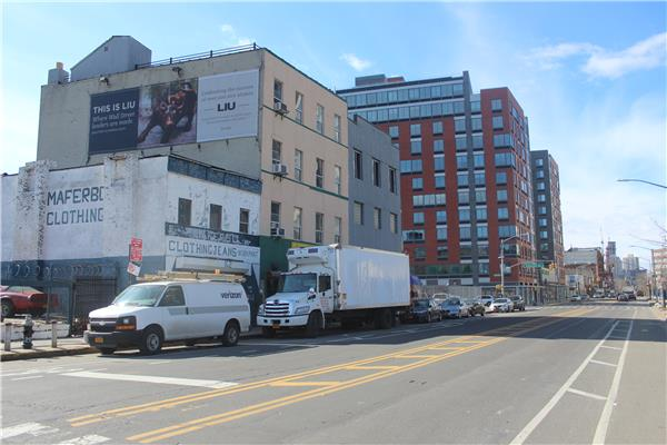 Additional photo for property listing at 164 Flushing Avenue and 6 - 12 Clinton Avenue 164 Flushing Avenuenue and 6 - 12 Clinton Avenue 布鲁克林, 纽约州 11205 美国