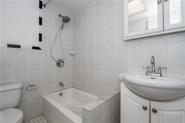 Additional photo for property listing at 489 Halsey Street 489 Halsey Street Brooklyn, Nueva York 11233 Estados Unidos
