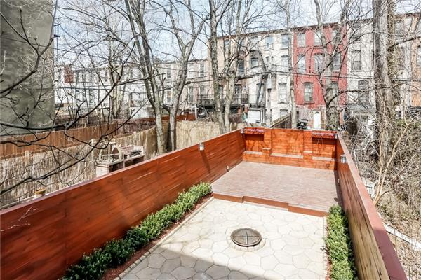 Additional photo for property listing at 283 Halsey Street  Brooklyn, New York 11216 United States